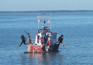 Image: Divers leaving boat